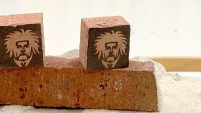 Bearbeitete Steine aus dem Geburtshaus von Albert Einstein